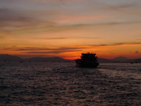 香港、ビクトリアハーバーの夕日