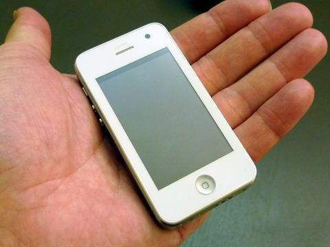 半分以下のサイズ! iPhone miniがついに発売!?