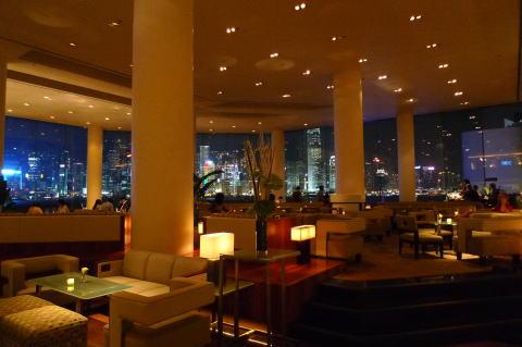 インターコンチネンタル香港のクラブラウンジで夜景を満喫する