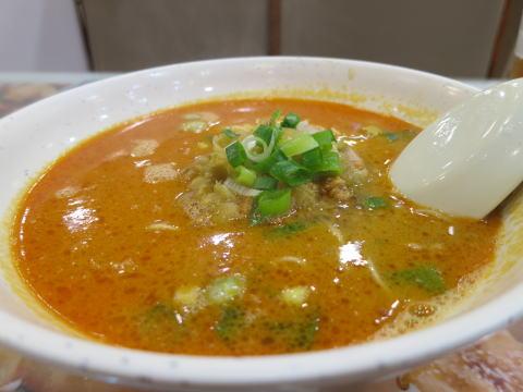 好好新派上海料理で担々麺を食べる