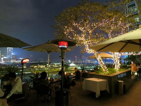 中環 夜景が見えるオシャレなレストラン「ISOLA bar + gril」