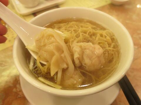 銅鑼湾 何洪記粥麺専家で雲呑麺