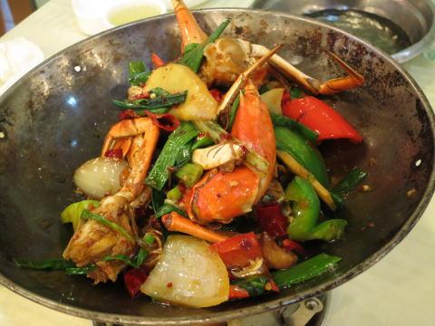 深セン 楽園路で海鮮料理を食べる
