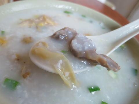 油麻地 明記雞雜粥(メイゲイガイザップジョ)の鳥モツ粥