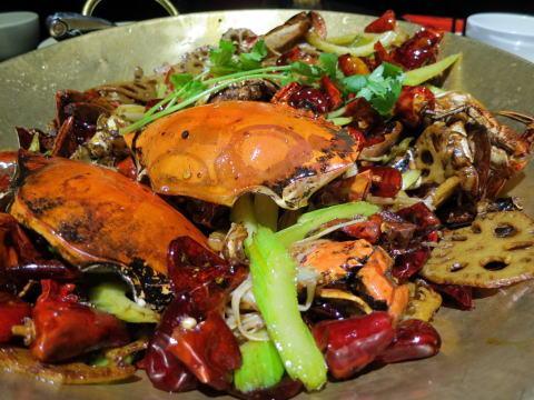 深セン 蓉記香辣蟹でカニの鉄鍋炒め