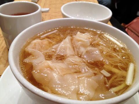 正斗粥麺専家で蝦雲呑麺&艇仔粥