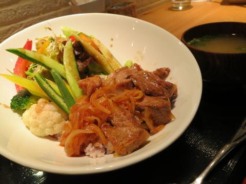[銅鑼湾] 香港で美味しい野菜を食べるならVegiのランチ!