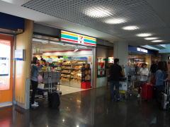 香港空港でSIMカードを購入する