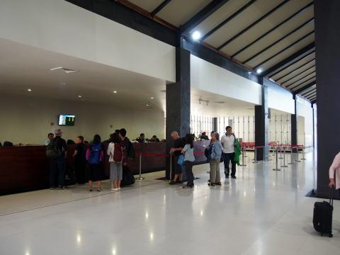 [アンコールワット旅行記] カンボジアの空港でビザをゲットする