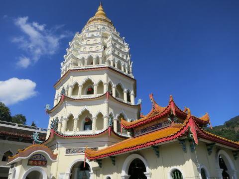 [ペナン島] 極楽寺(Kek Lok Si Temple)で巨大な観音像と出会う