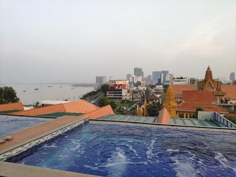 屋上に露天風呂があるプノンペンのおすすめホテル オハナ プノンペン パレス ホテル