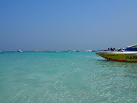 [タイ・ラン島] ラン島(Ko Lan)のターウェンビーチの様子を紹介する