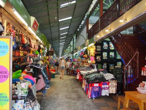 [タイ・パタヤ] パタヤナイトバザールでお土産を買う