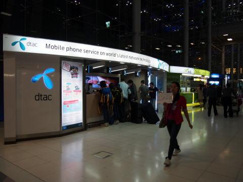 [タイ] バンコク国際空港でプリペイドSIMカードを買う
