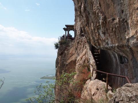 [昆明] 西山風景名勝区で龍門石窟を見に行く