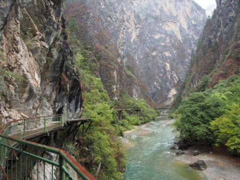 [シャングリラ] 巴拉格宗香格里拉大峡谷で大自然を満喫する