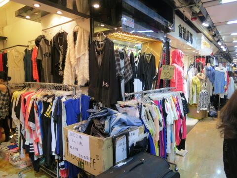 荔枝角 服の問屋街「香港工業中心」で激安服をゲット!?