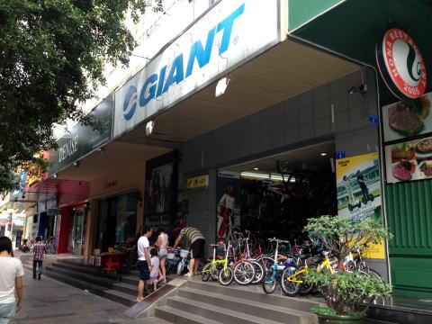 深セン 羅湖の湖貝駅近くでGIANTとDAHONの自転車店を発見