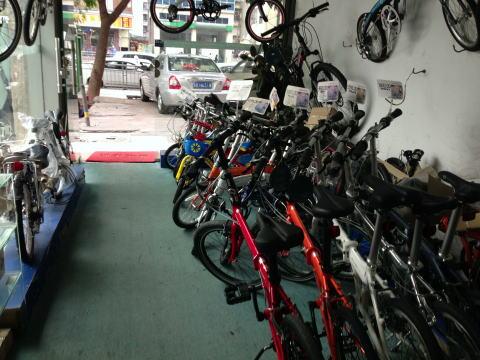 深センのDAHON専門店で折りたたみ自転車を物色