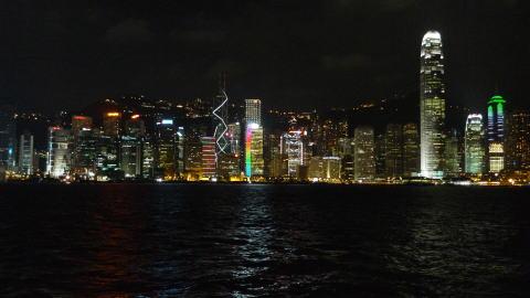 尖沙咀プロムナードで香港の夜景を満喫する