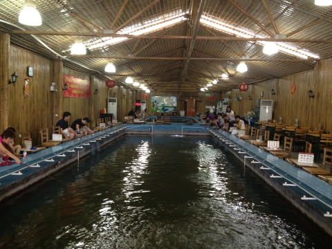 深セン 花卉世界の台湾蝦釣館でエビ釣り
