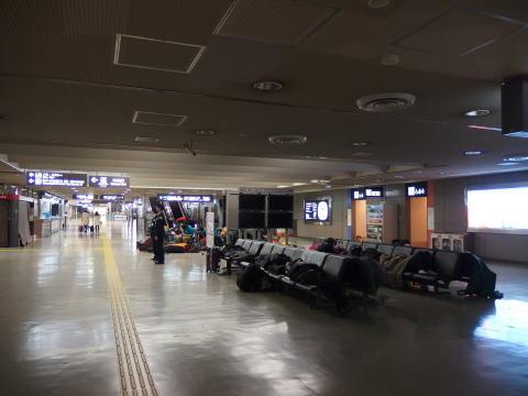 成田空港でLCCの早朝便に乗る!空港で宿泊は可能か?