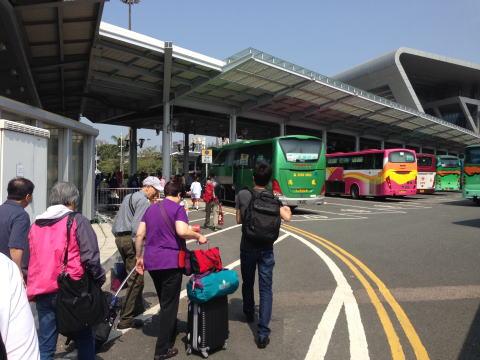 香港から南山・蛇口への移動に便利な深セン湾口岸をバスで越える